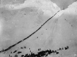 Miners_climb_Chilkoot